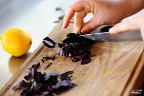 Греческий салат с базиликом - фото шаг 5