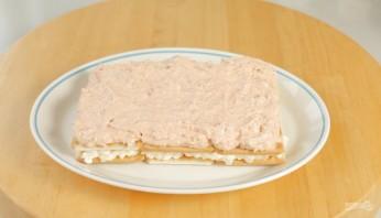 Лучший закусочный торт из крекеров и рыбной консервы - фото шаг 7