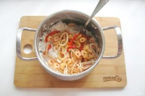 Рис с креветками и кальмарами - фото шаг 8