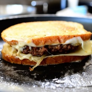 Горячий бутерброд с фаршем - фото шаг 11