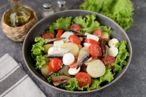 Салат с копченой салакой - фото шаг 7
