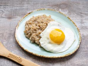 Овсянка с сыром и яйцом - фото шаг 4