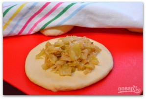 Простой рецепт пирожков с капустой - фото шаг 7