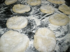 Пирожки с начинкой в духовке - фото шаг 8