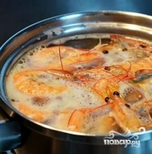 Греческий салат с креветками - фото шаг 1