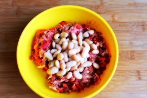 Котлеты с фасолью, перцем и сыром - фото шаг 2