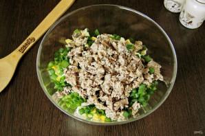 Салат из рыбных консервов с огурцом - фото шаг 6