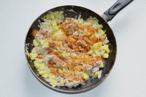 Штрудель с мясом, картошкой и капустой - фото шаг 6