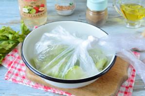 Быстрая засолка кабачков в пакете - фото шаг 7
