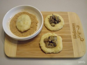 Картофельные зразы с грибами - фото шаг 7