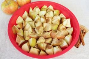 Шарлотка с пряными яблоками и семечками - фото шаг 6