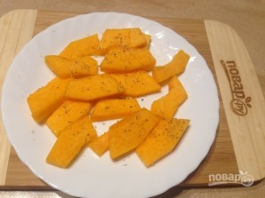 Салат с запеченными тыквой и свеклой - фото шаг 2