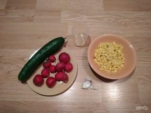 Салат из редиса, огурца и кукурузы - фото шаг 1