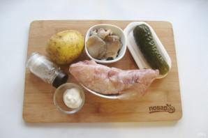 Салат с кальмарами и маринованными грибами - фото шаг 1