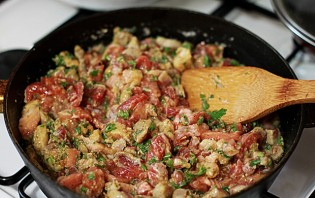 Мясо с грибами на сковороде - фото шаг 5