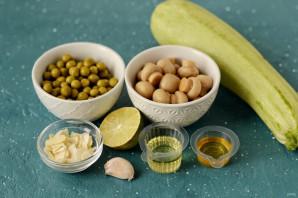 Салат из цукини, шампиньонов и зеленого горошка - фото шаг 1