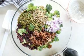 Салат с брокколи и беконом - фото шаг 3