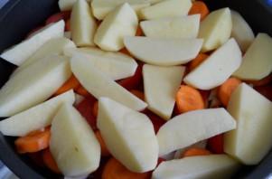 Свинина, тушеная с овощами - фото шаг 3