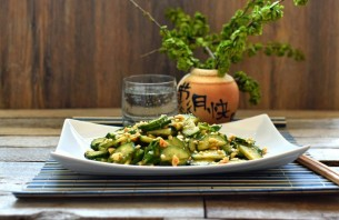 Освежающий салат из огурцов с арахисом - фото шаг 6