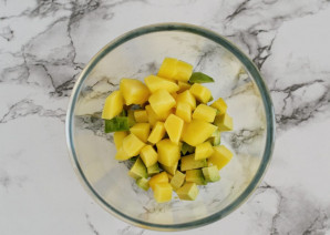 Салат с авокадо и манго - фото шаг 3
