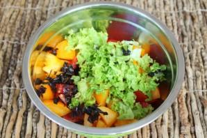 Салат из печеных баклажан с помидорами и чесноком - фото шаг 4