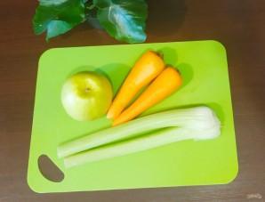 Салат из яблок, моркови и сельдерея - фото шаг 1