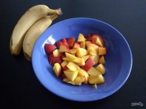 Салат из нектарина и банана - фото шаг 2