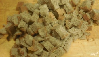 Сухарики из черного хлеба в духовке - фото шаг 1