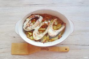 Карп запеченный в сметане с овощами - фото шаг 9