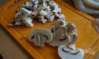 Салат с грибами, кальмарами и сыром - фото шаг 3