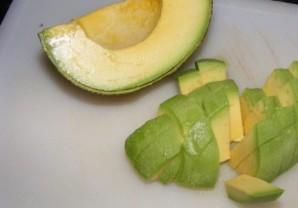 Салат с креветками и листьями салата - фото шаг 5
