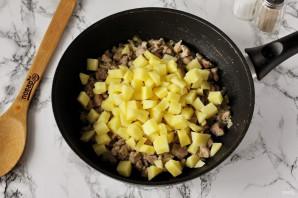 Лодочки из слоеного теста с картофелем и мясом - фото шаг 5