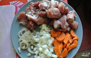 Жаркое со свининой и картошкой - фото шаг 2