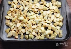 Шарлотка с яблоками и сливами - фото шаг 10