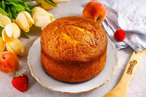 Пирог с клубникой и персиками