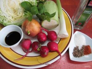 Салат по-корейски из капусты с редисом и кабачком  - фото шаг 1