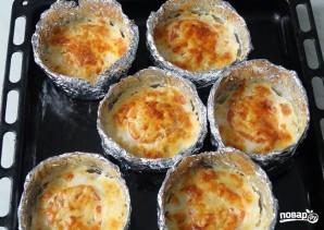 Куриное филе с помидорами и сыром в горшочках из фольги - фото шаг 4
