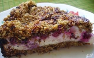 Песочный пирог с творогом и ягодами - фото шаг 4