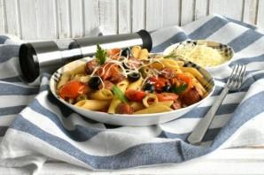 Паста с колбасками, маслинами и пряными травами - фото шаг 6