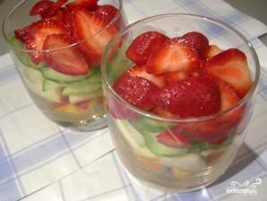 Салат с клубникой и огурцом - фото шаг 4