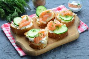 Бутерброды с рикоттой и красной рыбой - фото шаг 10
