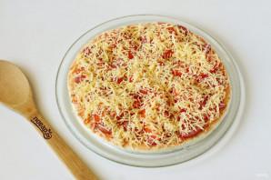 Пицца на готовой основе в микроволновке - фото шаг 5