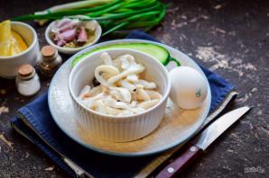 Салат из кальмаров с огурцами - фото шаг 1