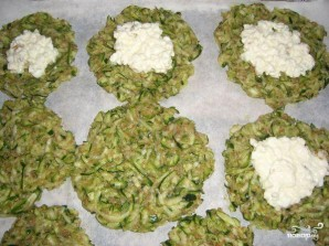 Оладьи из цукини с творожной начинкой - фото шаг 4