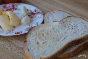Бутерброд с чесноком и помидорами - фото шаг 1