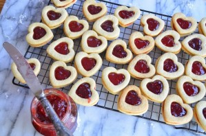 Печенье в виде сердечек - фото шаг 6
