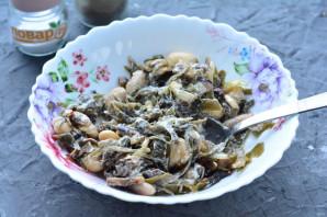 Салат с морской капустой и грибами - фото шаг 8