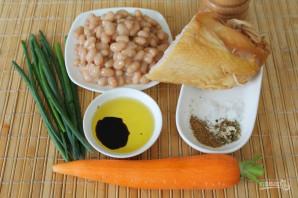 Салат с фасолью, морковью и копченой курицей - фото шаг 1