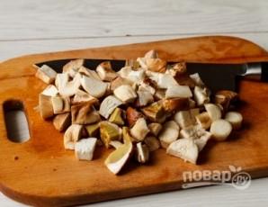 Свинина тушеная с белыми грибами - фото шаг 2