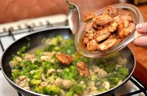 Курица с овощами на сковороде - фото шаг 13